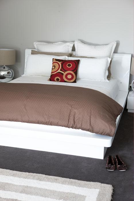 Bedroom with undercarpet heating