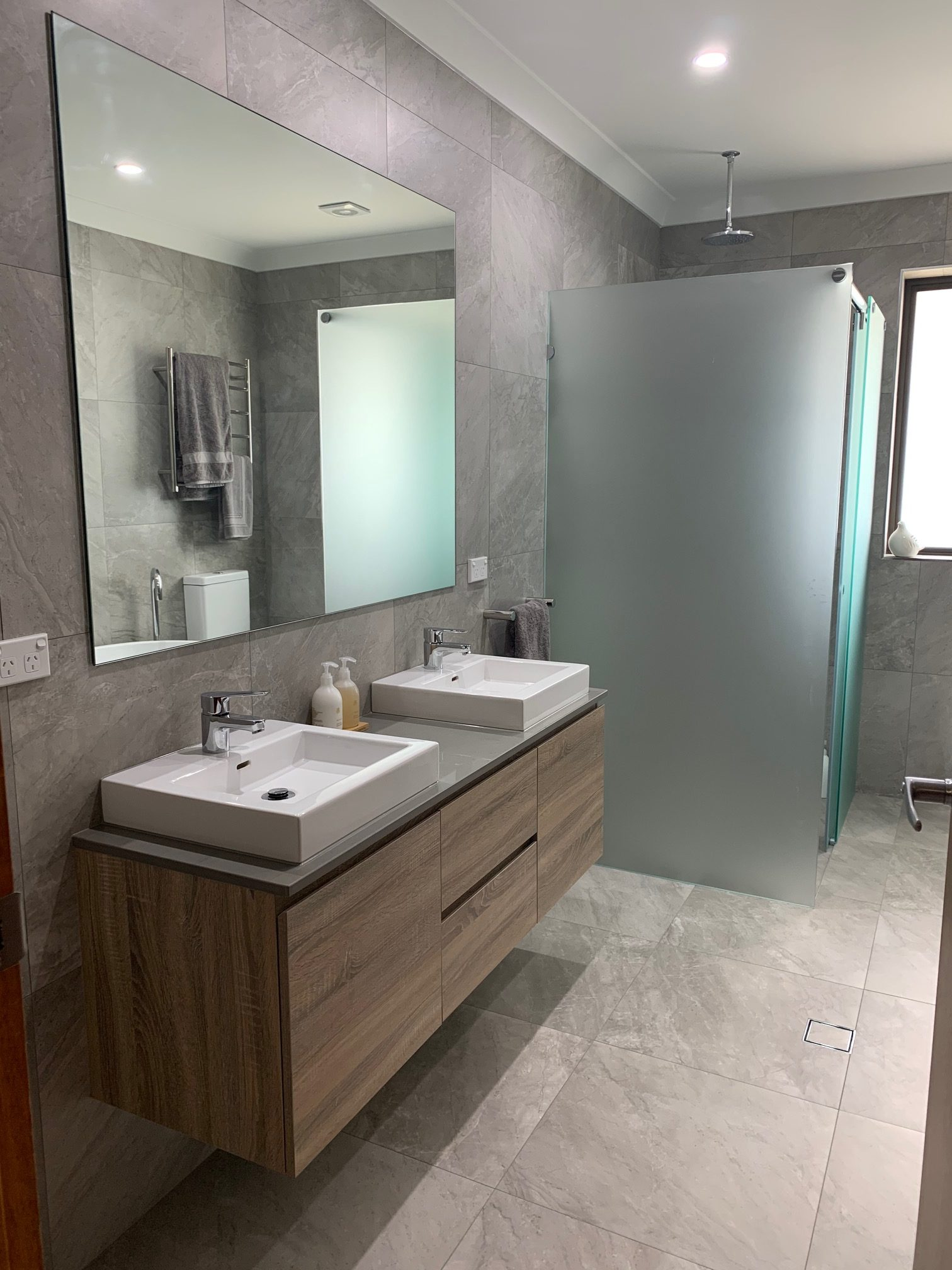 bathroom with undertile, insceed and inslab heating