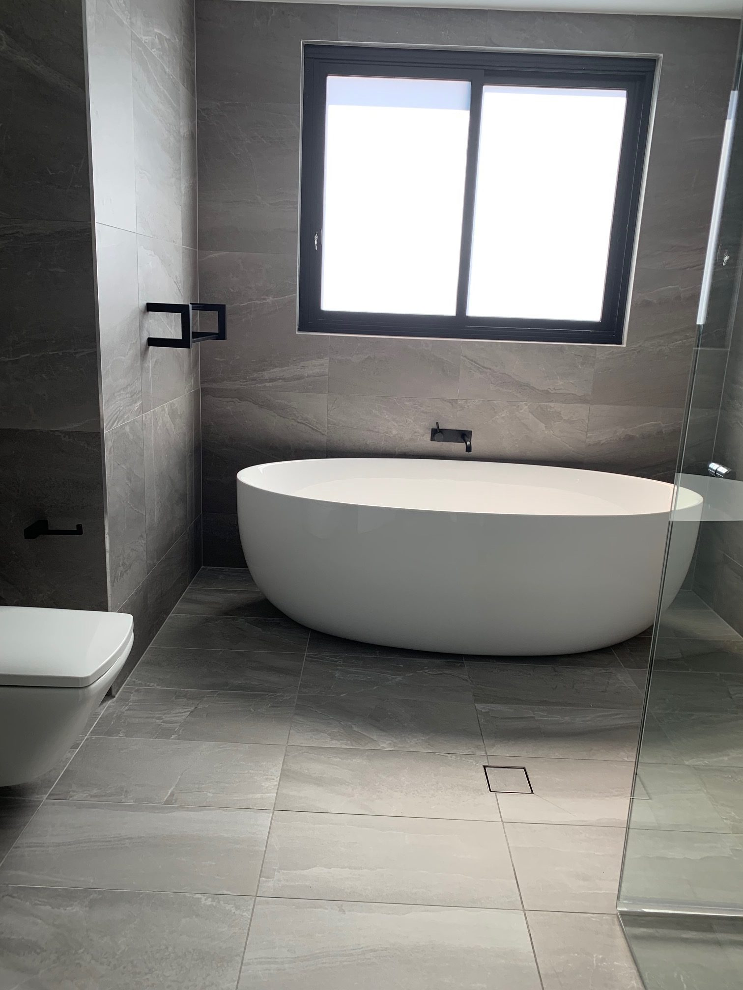 Bathtub showcase with Warmtech Inscreed heating system
