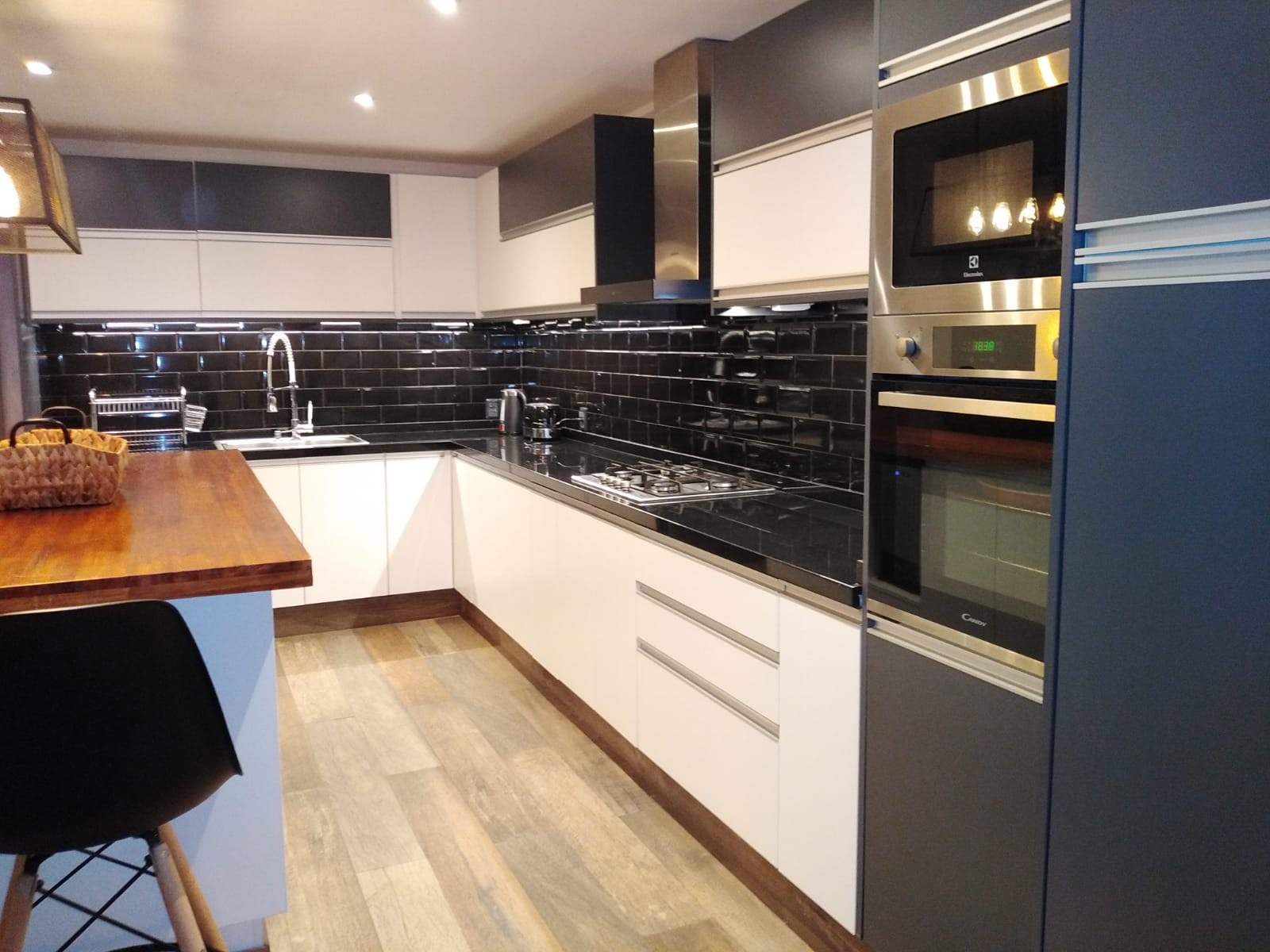 Vaucluse kitchen with undertile heating