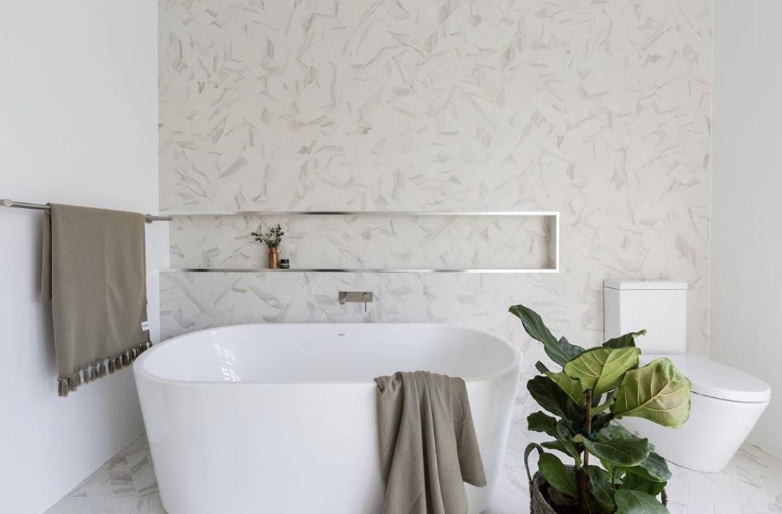 White Bathroom bathtub with Warmtech Inscreed heating system