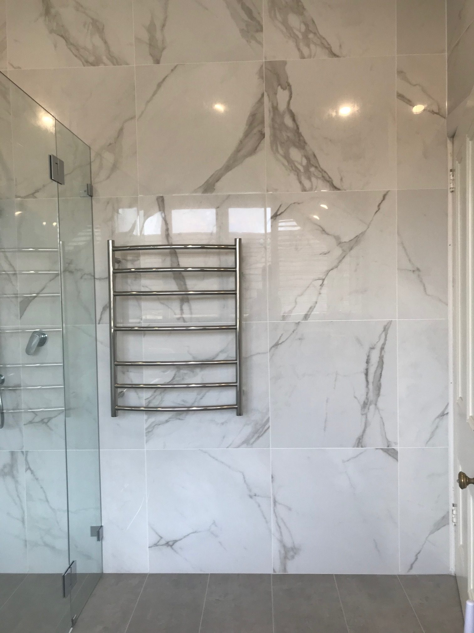 White Marble shower with Warmtech Inscreed heating system