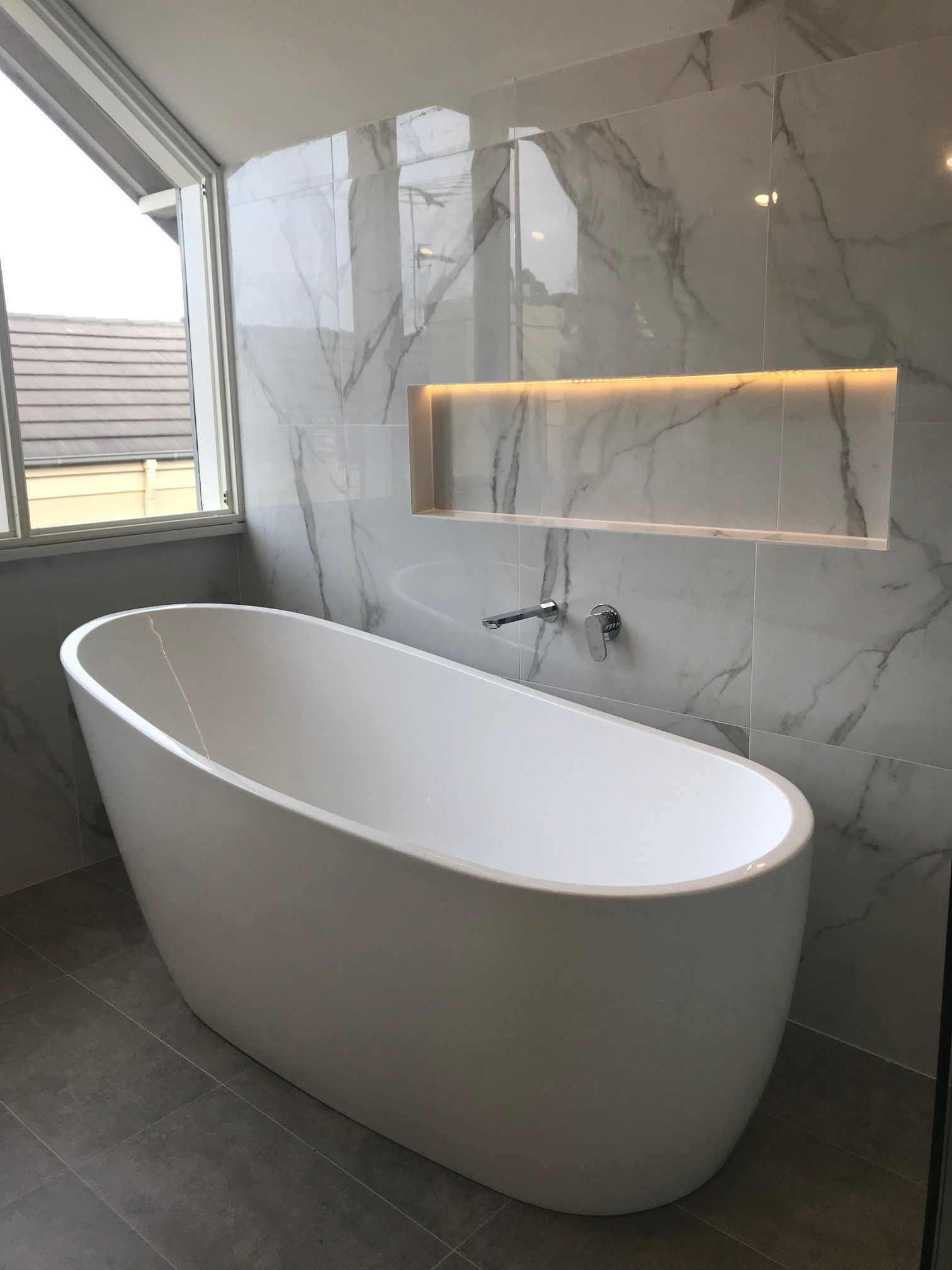 White Marble bathtub with Warmtech Inscreed heating system