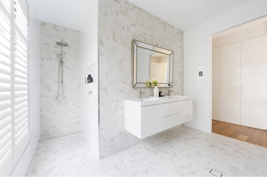 White bathroom with inscreed heating